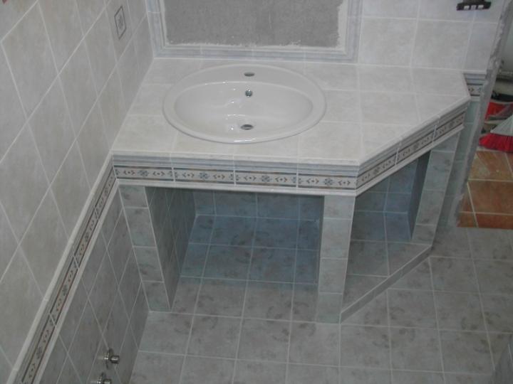 Bagno In Muratura Doppio Lavabo: Bagno con doccia e doppio lavabo disponibile in altre cinque.